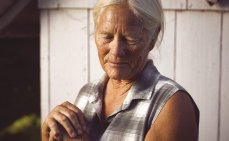 photo of woman farmer, Robin Dunn